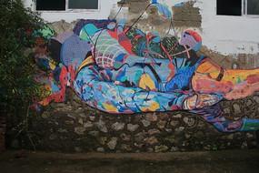 古镇墙体的彩绘   潜水员