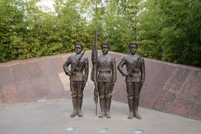 雕像升旗的士兵