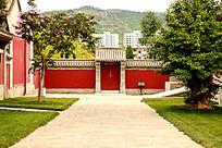 伏羲庙院内的中式园林景观图片
