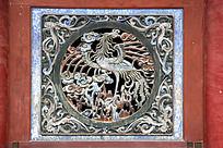 伏羲庙正殿木门上的凤凰图案雕刻图片