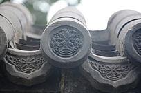 檐角上的花纹雕刻图案