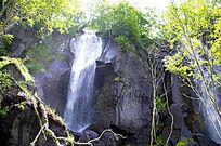 岩石上的瀑布