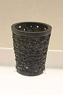 上有各种传统纹样的蝈蝈笼
