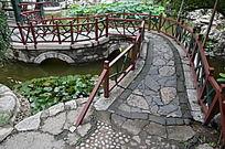 十笏园园林景观之荷塘中的石桥