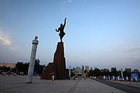 龙源湖公园的夸父雕像