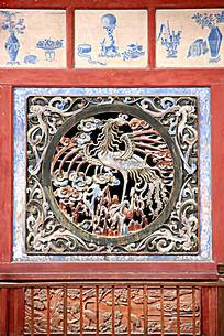 伏羲庙正殿木窗的凤凰图案雕刻图片