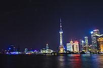 黄浦江对岸的东方明珠