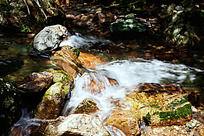 峡谷溪流的水韵