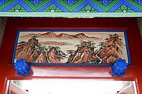 古建筑上的山中人家山水画