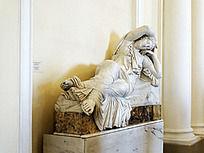 金色大厅里人物大理石艺术雕塑
