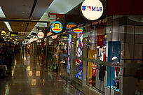 商场儿童服装区大嘴猴等各个品牌
