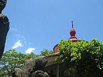 天空 白云 翠绿树木  亭顶
