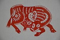 潍坊博物馆馆藏齐秀花的牛形剪纸