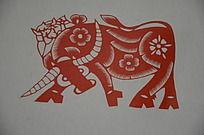 潍坊博物馆馆藏齐秀花剪纸之健硕的牛