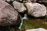新乡八里沟的石间溪流