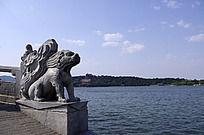 桥头石狮子