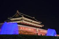 天安门夜拍带蓝色喷泉
