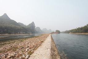 河坝与漓江水