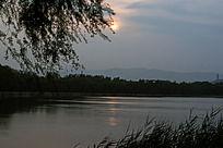 颐和园团城湖日落风光