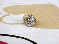 铂金钻石戒指正面