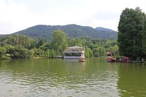 公园湖泊风光