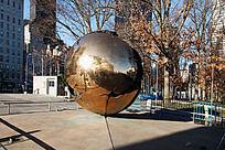 联合国总部门前的雕塑