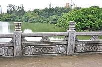 桥栏上的花纹雕刻