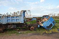 郊外废弃大货车