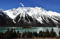西藏雪山湖泊