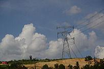 楚雄县山头上的高压线塔