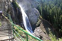 天山峡谷瀑布流水风景
