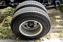 车轮胎纹路特写