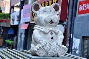 可爱老鼠大理石雕像