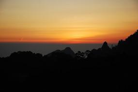 瑰丽的黄山日出