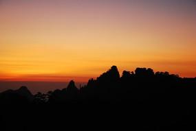 黄山日出彩霞飞满天
