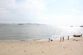 阳光沙滩海边