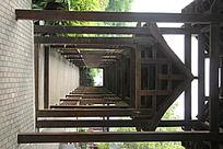 园林里的中国风建筑走廊