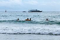 亚龙湾的海浪