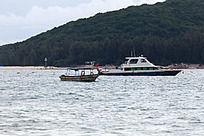 亚龙湾的水上游艇