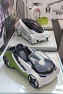 两台汽车模型