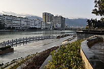 护城河周边的休闲广场