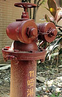 园林中红色喷淋器具
