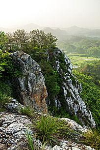 陡峭的柏溪燕山岩壁