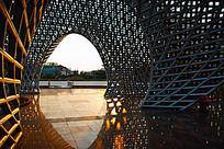光影中广场雕塑