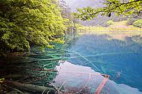 火花海的蓝色湖泊