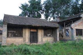 农村废弃的房子