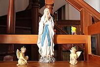 圣母与小天使的雕像