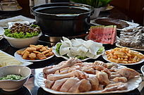 一桌火锅菜