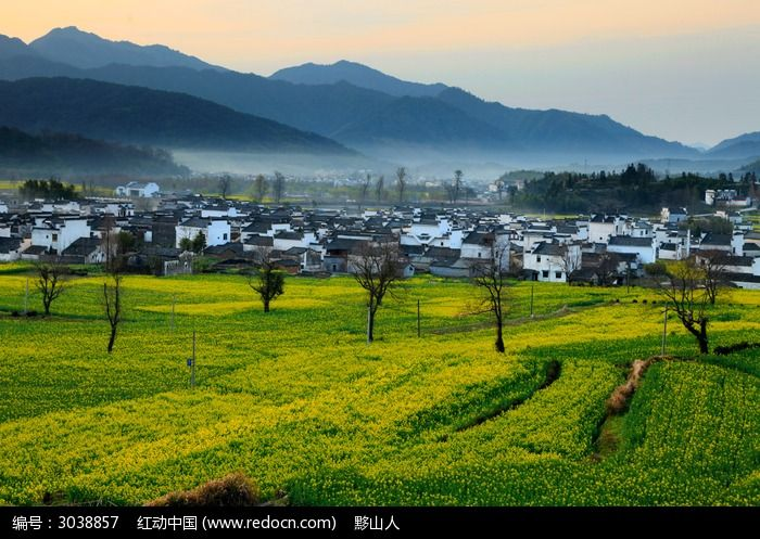 黟县卢村早晨的薄雾