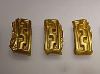 三个金箔纹钱币